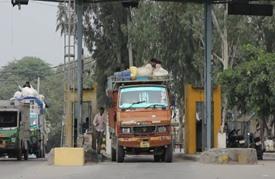 نيودلهي تفرض رسما على دخول الشاحنات هربا من التلوث الخانق