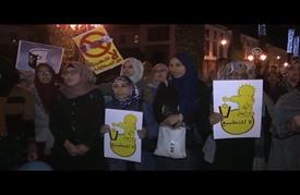 """مغاربة يحرقون علم إسرائيل احتجاجا على رفعه بـ""""كوب 22"""" بمراكش"""