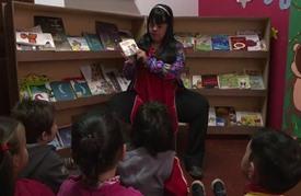 معلمة مصابة بمتلازمة داون تستقطب انتباه الأطفال في الأرجنتين