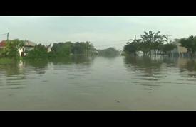 السيول في إندونيسيا تتسبب في إجلاء 4500 شخصا