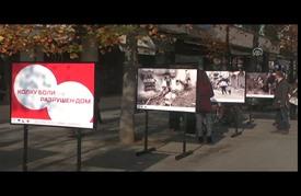 معاناة اللاجئين تتجسد في معرض صور بالعاصمة المقدونية