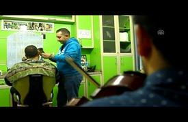 فرقة موسيقية في تركيا تحتفل بقص شعرِكَ