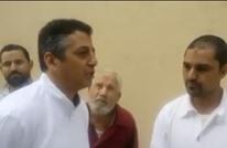 مدير مصنع مصري يهين عمّاله بسبب صلاتهم أثناء العمل (شاهد)