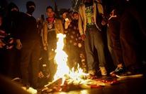 نشطاء يحرقون أعلاما أمريكية بعد تغريدة لترامب أثارت الجدل