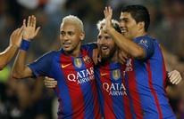 """نيمار يفاجئ زملاءه ببرشلونة في """"سؤال غريب"""" بمستودع الملابس"""