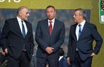 هل سرق رئيس الأهلي المصري ميدالية الترجي الذهبية؟ (شاهد)