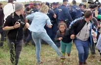 محكمة مجرية تبرئ مصورة ركلت وعرقلت لاجئين سوريين