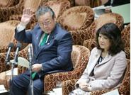 وزير أمن المعلوماتية الياباني لم يستخدم جهاز كمبيوتر يوماً