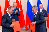 وزيرا الدفاع التركي والروسي يبحثان التطورات الأخيرة بسوريا