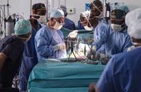 أطباء بأمريكا يلهون بأجزاء مريض تحت العملية (فيديو)