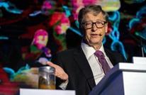 """بيل غتيس يرفع """"برازا"""" في مؤتمر عالمي.. لماذا؟ (شاهد)"""