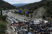 محتجون كتالونيون يغلقون طريقا رئيسا بين إسبانيا وفرنسا