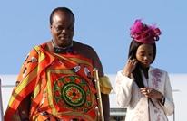 """ملك إفريقي يستفز شعبه بـ""""أسطول"""" هدايا زوجاته (شاهد)"""