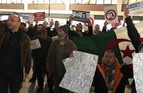 """جزائريون يتظاهرون في عواصم غربية ضد """"الفايسبوك"""""""