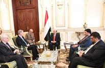 هادي يشيد بالمواقف الأمريكية.. استقبل مبعوثا من الخارجية