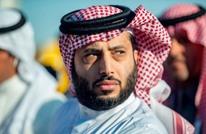 تركي آل الشيخ يوبّخ إذاعة لاستضافتها مطربة عراقية.. لماذا؟