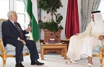 عباس يبحث تطورات القضية الفلسطينية مع أمير قطر بالدوحة