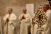 البابا يعيد قطعة تخص المسيح إلى بيت لحم بعد 1300 عام