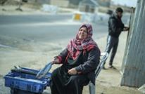 """""""أم جميل"""" امرأة خمسينية صامدة ببيع السمك في قطاع غزة"""