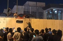 محتجون يهاجمون قنصلية إيران بكربلاء.. وترامب يتفاعل (شاهد)