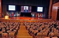 """ميكروفون مفتوح يفضح موظفي إعلام الأسد بـ""""مؤتمر للاجئين"""""""