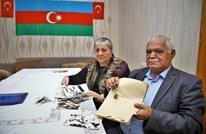 سكان مدينة في قره باغ يخرجون وثائق ملكياتهم بعد خروج أرمينيا