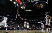 باركر يقود سبيرز للفوز على جاز في السلة الامريكي