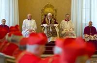 الفاتيكان يطرد 400 كاهن متهم بالتحرش الجنسي