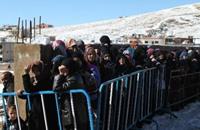لاجئون في طريقهم إلى سوريا بموجب اتفاق بوساطة حزب الله