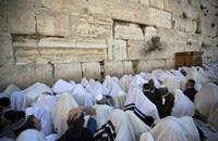 """يهود يتظاهرون أمام """"المبكى"""" ضد خطة كيري"""