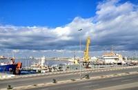 ليبيا تحذر من التعامل مع موانئ يسيطر عليها مسلحون