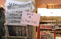"""روسيا تحتج على رسم لـ""""شارلي إيبدو"""" يسخر من الطائرة المنكوبة"""
