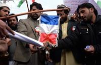 أفغان يحرقون علم فرنسا.. ومسيرة حاشدة في الشيشان