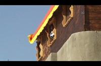 شح مستلزمات تدفع غزيا إلى بناء منزله من الخشب (فيديو)