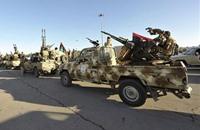ليبيا.. عين على التدخل العسكري وأخرى على الحل السياسي