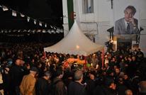 مئات الآلاف يشيعون المعارض التاريخي الجزائري آيت أحمد