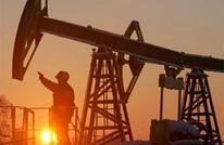 النفط يهبط من أعلى مستوى مع صعود الدولار