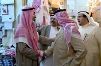 موقف طريف لنجل الملك سلمان مع صبي في سوق (شاهد)