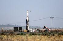 فيديو يظهر شبان من غزة يحرقون آليات للاحتلال داخل الخط الفاصل