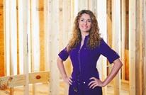 """سيدة أمريكية تبني بيتها من الصفر اعتمادا على """"يوتيوب"""" (شاهد)"""