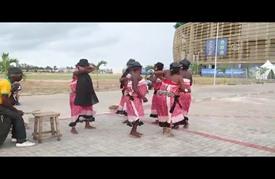 رقصات تقليدية لدعم الفريق الغابوني بتصفيات أمم أفريقيا