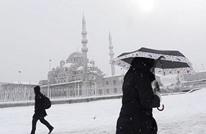 عاصفة ثلجية تضرب إسطنبول توقف الملاحة وتلغي رحلات جوية