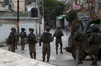 اعتداءات بالقدس والاحتلال يداهم منازل فلسطينية بالضفة