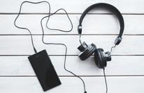 دراسة تكشف فوائد الاستماع للموسيقى في أماكن العمل
