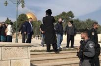 حاخام متطرف يقتحم الأقصى واعتقالات لفلسطينيين بالضفة (شاهد)