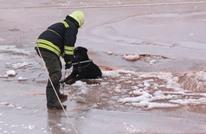 إنقاذ كلب علق بنهر متجمد في تركيا (صور)