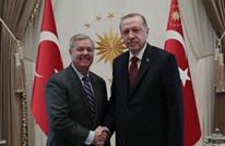 السيناتور غراهام يحضر حفلا موسيقيا مع أردوغان (شاهد)