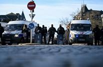 الشرطة الفرنسية تطلق النار على رجل أشهر سكينا بأحد الشوارع