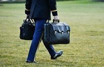ترامب يترك رسالة لبايدن.. وتسليمه الحقيبة النووية (شاهد)