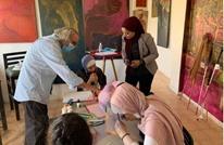 فنان أردني يدرّب مكفوفين على الرسم بواسطة الشم (شاهد)